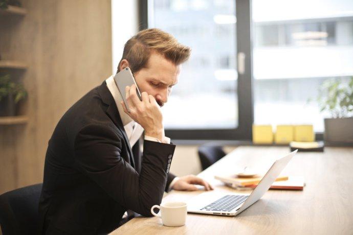 電話で引越し業者を探す