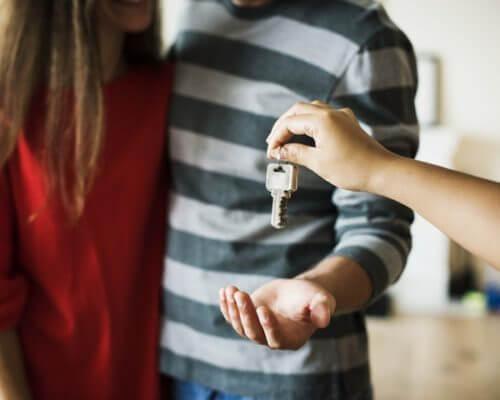 引越し難民だった夫婦が新居に引越し